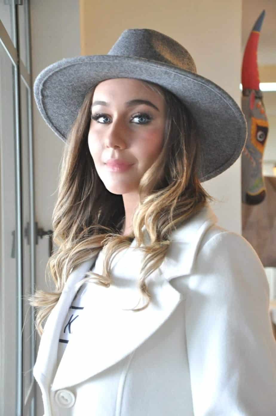 כובע פדורה אפור בהיר