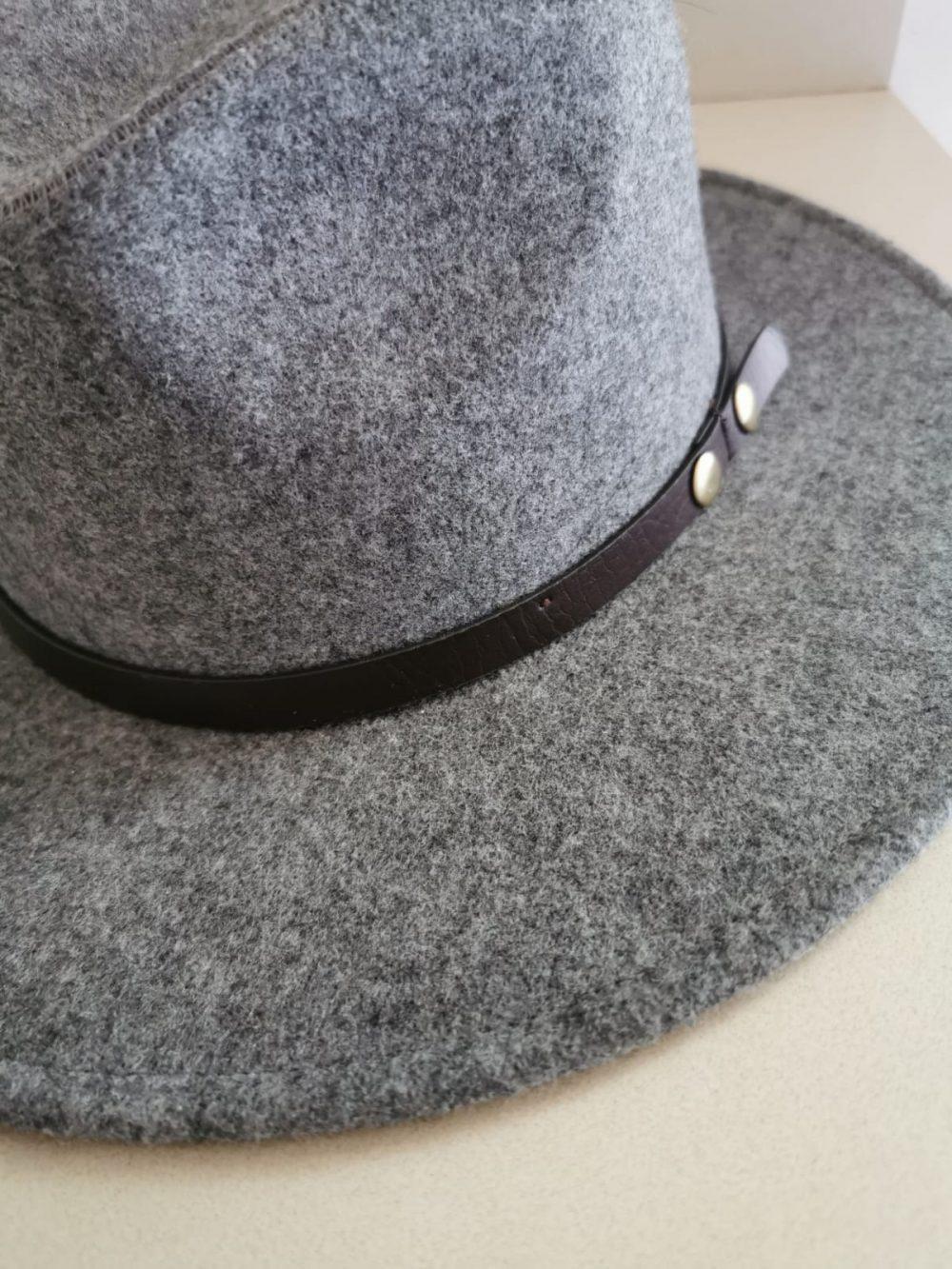 כובע פדורה אפור עכבר