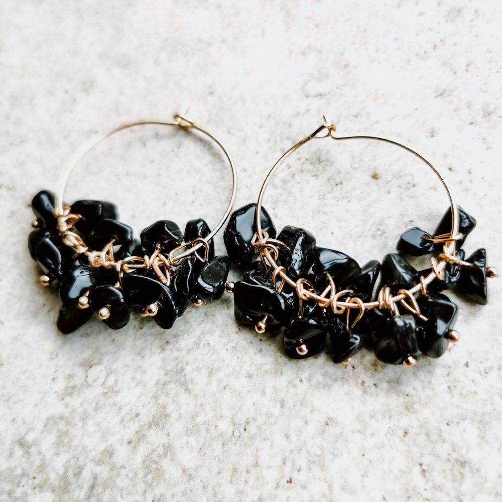 עגילי חישוק אבנים שחורות